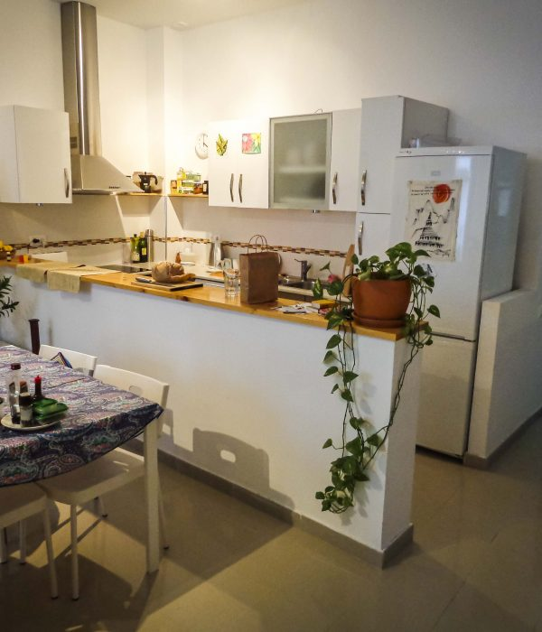 Flat Share dining room & kitchen